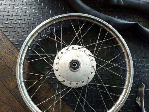 タイヤが外せました!