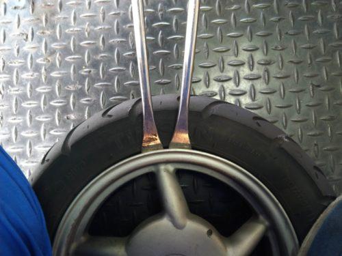 タイヤ取り外し