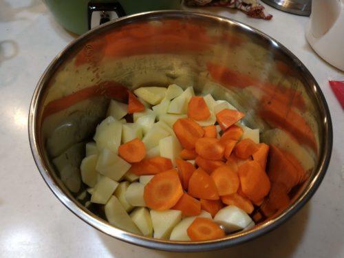 野菜を内鍋に入れます