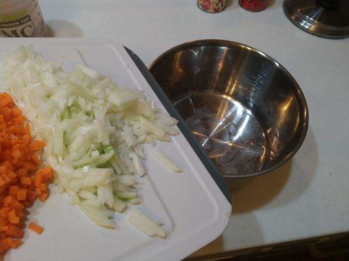 内鍋に刻んだモノを入れます