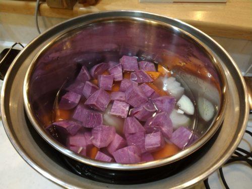 紫芋を切る2
