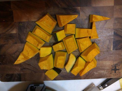 かぼちゃを切ります